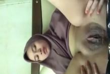คลิปโป๊สาวมุสลิมเงี่ยนตั้งกล้องเขี่ยหอยแล้วดันหลุด