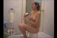 หลุดพี่เขยแอบตั้งกล้องดูน้องเมียอาบน้ำขาวสวยนมใหญ่
