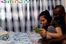 คลิปโป๊ทางบ้านไทยxxxสาวไทยเล่นกับแฟนนิโกรกำลังเล่นมือถือดี ๆ โดนเย็ดซะงั้นบอกให้ใส่ถุงยางด้วย
