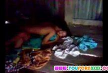 คลิปหลุดทางบ้านเด็กนักเรียนโดนเพื่อนหลอกพาวัยรุ่นในหมู่บ้านมารุมโทรม
