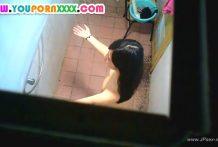 แอบปีนห้องน้ำถ่ายเพื่อนแฟนข้างห้องกำลังอาบน้ำขาวจั๊วเลยหัวนมยังชมพูน่าดูดมาก