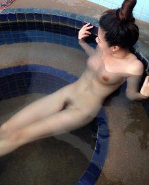 สาวน้องอาบน้ำให้ดูน่าเย็ดไหมพี่