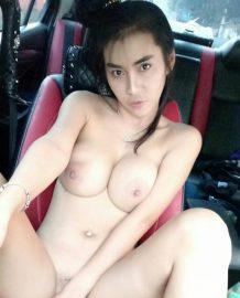 สาวพริ๊ตตี้โชว์ในรถแจ่ม ๆ