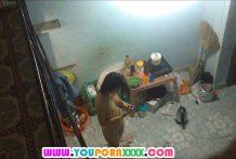 แอบปีนผนังห้องดูสาวนักศึกษาข้างห้องถอดเสื้อผ้าอาบน้ำหุ่นเปะน่าเย็ดมาก