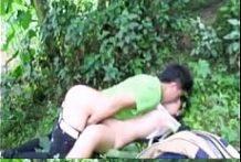คลิปหลุดเด็กนกัเรียนโดนแฟนหนุ่มรุ่นพี่พามารุมโทรมข้างป่าให้เพื่อนถ่ายคลิปให้