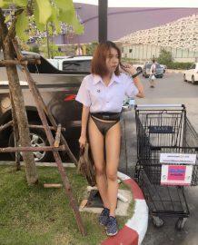 รูปโป๊นักศึกษาโชว์ในลานจอดรถหน้าห้าง