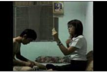 นักศึกษาสาวเด็ดจริงโดนแฟนหนุ่มพามาเย็ดในห้องเช่าคาชุดส่องกระจกดูความน่ารักก่อนโดนเย็ดหีแบบxxx