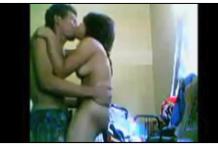 คลิปโป๊วัยรุ่นขาโจ๋กับแฟนสาวสก๊อยเย็ดกันในห้องพักแบบดูดดื่มเลยยืนเย็ดไปเลย