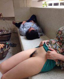รูปโป๊โชว์หีข้างคนนอนหลับใจกล้ามาก