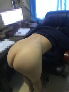 รูปโป๊หีเลขาสาวขาวอวบตูดใหญ่