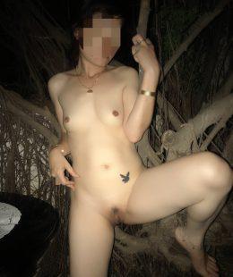 พาแฟนสาวไปโชว์หีในป่าข้างทางกลางดึก