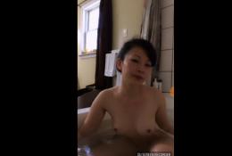 สาวใหญ่ไลฟ์สดxxxล่าสุดโชว์คาอ่างอาบน้ำอยากลงไปช่วยถูหลังไหม