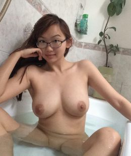 รูปเอ็กซ์18+สาวแว่นน่ารักนมสวย