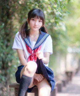 รูปโป๊นักเรียนมอปลายหีสวยแคมแดงแบบคาชุด