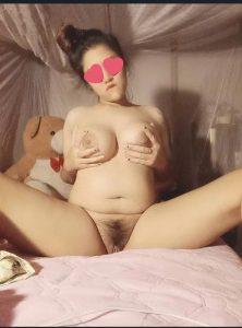 สาวทางบ้านแหกหีโชว์ก่อนนอนในมุ้ง