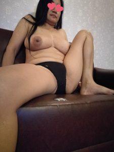 สาวใหญ่ขายตัวแหกหีโชว์ในโรงแรมม่านรูด