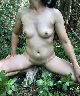 สาวออฟฟิตชอบไปโชว์หีเปลือยกายเอ้าท์ดอร์ในป่า